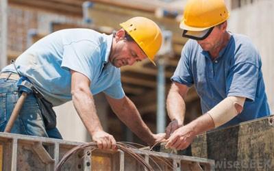 operarios con cemento